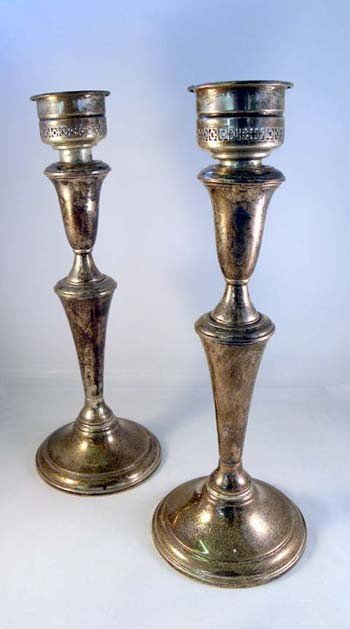 21: A PAIR OF REED AND BARTON STERLING SILVER CANDLESTI
