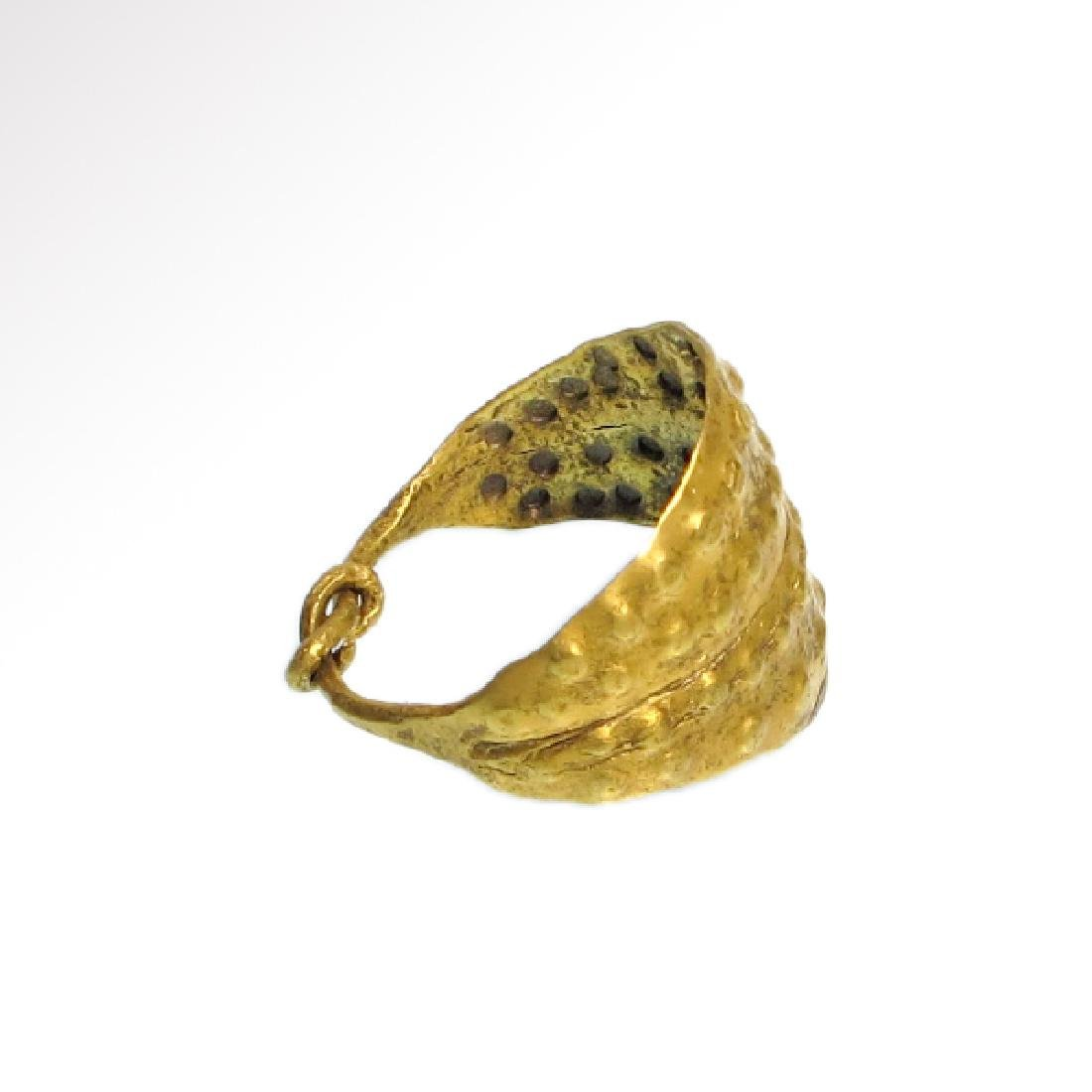 Viking Gold Ring with Punched Decoration, 11th Century - 3