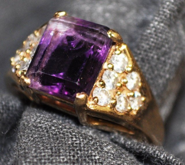 Stamped 14kt Yellow Gold Amethyst Ring