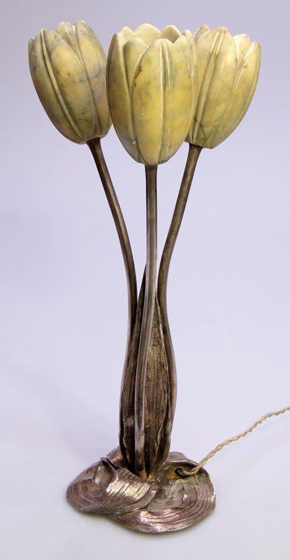 9: Tischleuchte Tulip