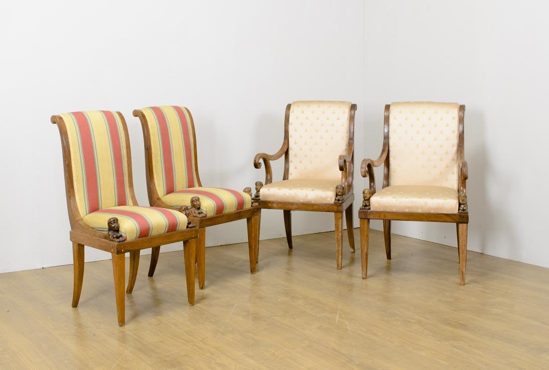 Lotto composto da due sedie e due poltrone