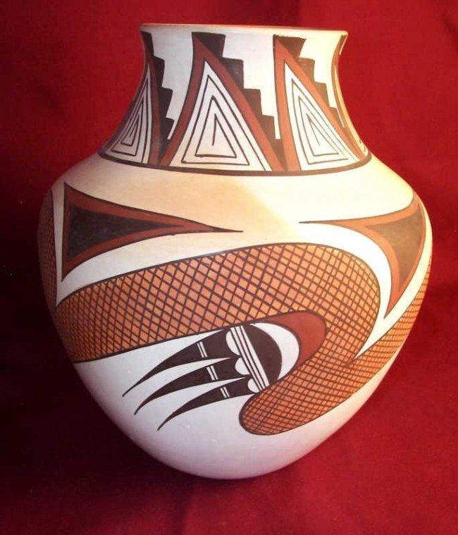 124: Hopi Pottery Jar by Fawn Navasie