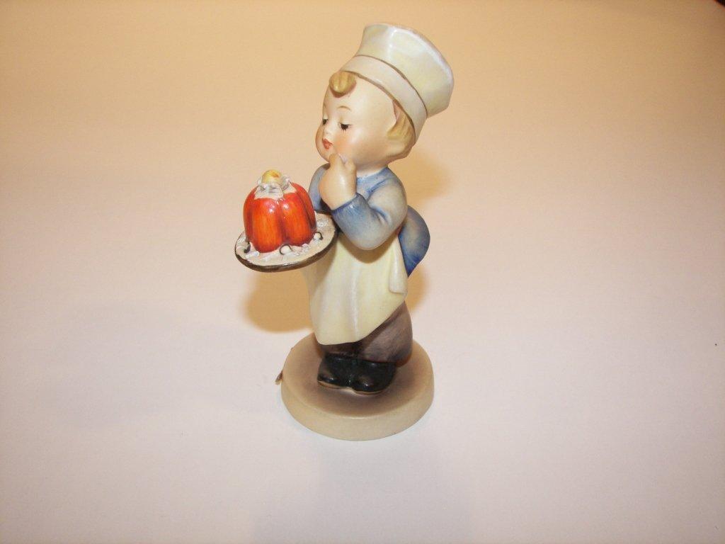 "19: Goebel Hummel Figurine "" Baker """