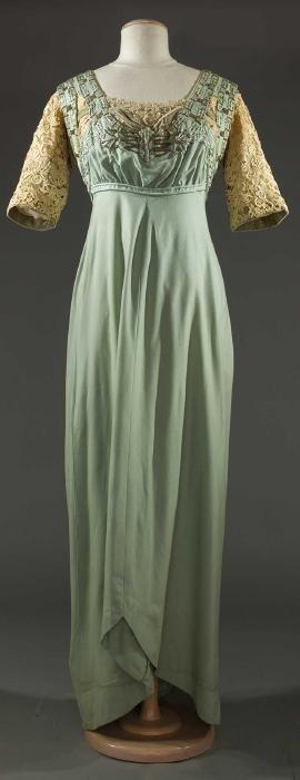 SKY BLUE FLANNEL DINNER DRESS, c. 1909