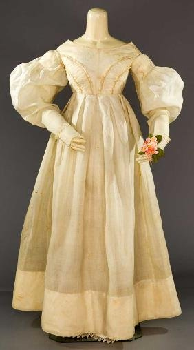 WHITE ORGANDY EMPIRE GOWN, LATE 1830s