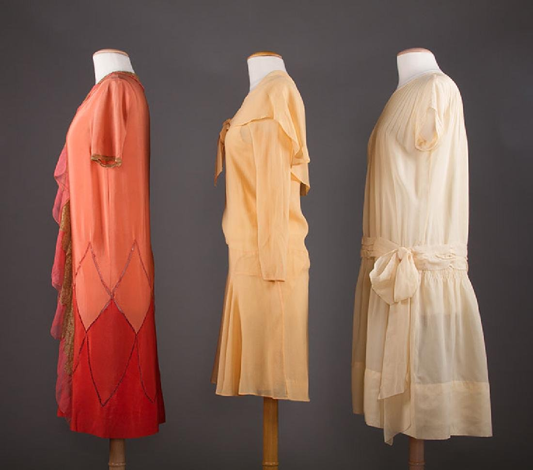 THREE SILK CREPE SUMMER DRESSES, 1920-1930 - 2