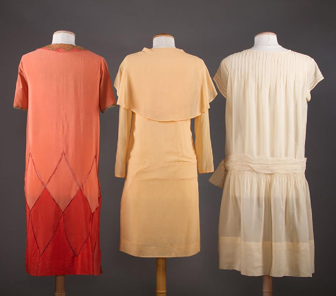 THREE SILK CREPE SUMMER DRESSES, 1920-1930 - 3