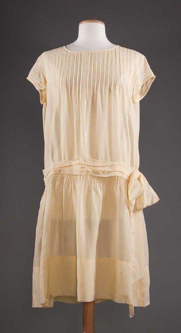 THREE SILK CREPE SUMMER DRESSES, 1920-1930 - 7