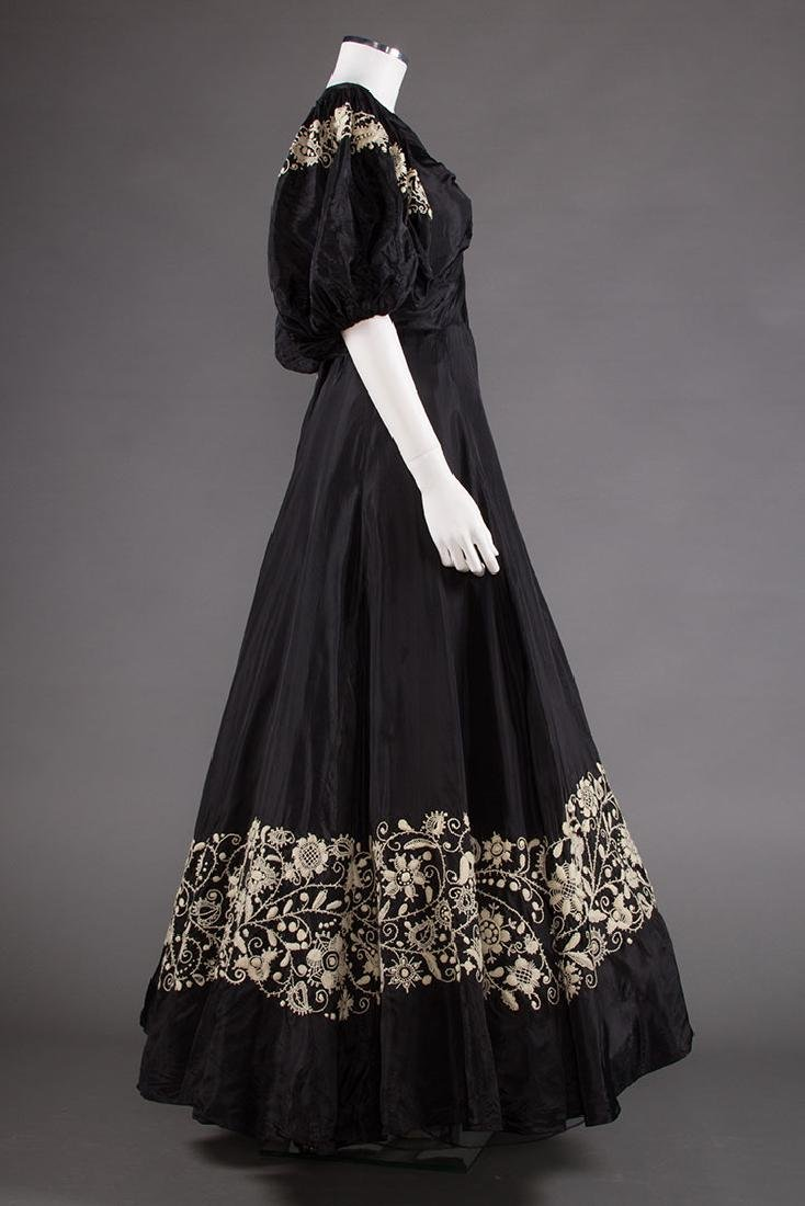 EMBROIDERED BLACK RAYON GOWN, 1940s - 3