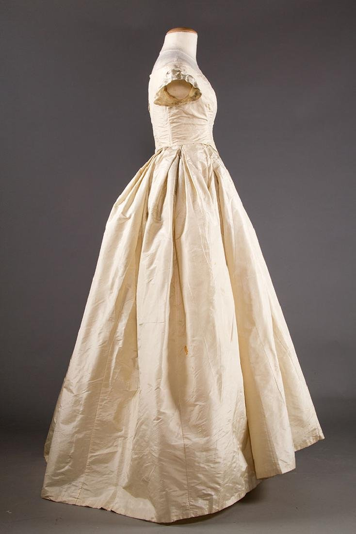 WHITE SILK WEDDING GOWN, EARLY 1850s - 3