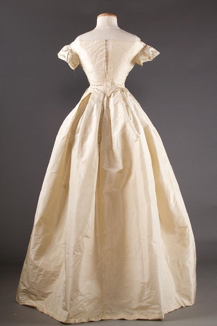WHITE SILK WEDDING GOWN, EARLY 1850s - 4