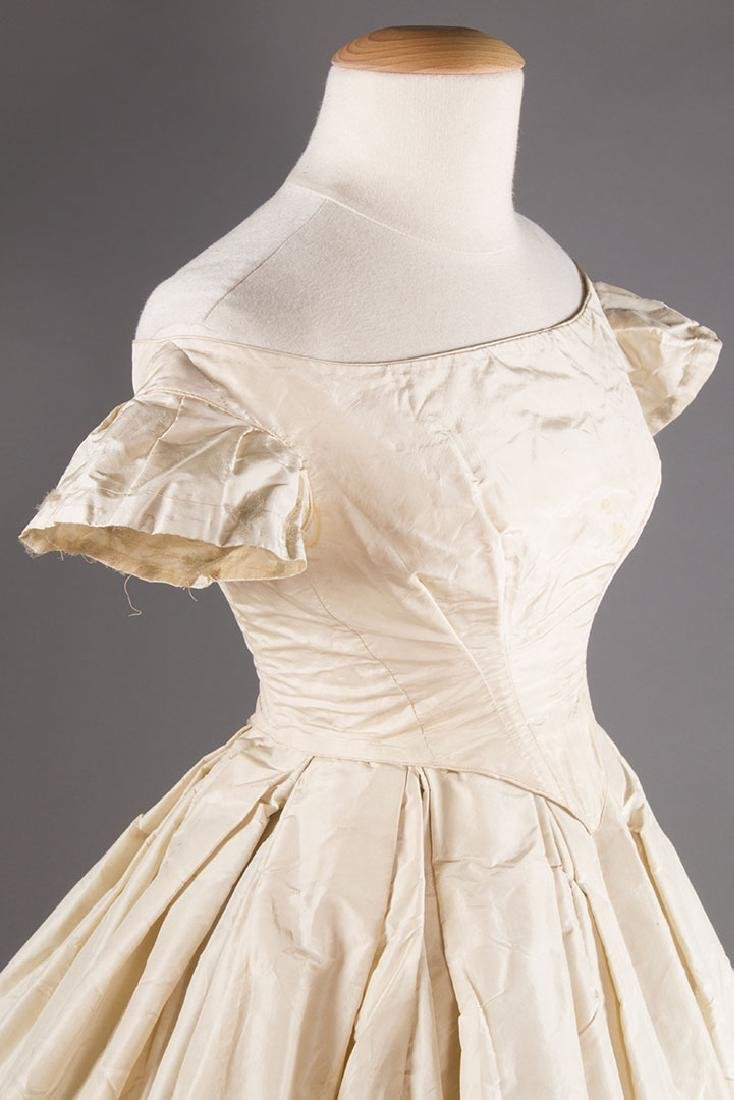 WHITE SILK WEDDING GOWN, EARLY 1850s - 5