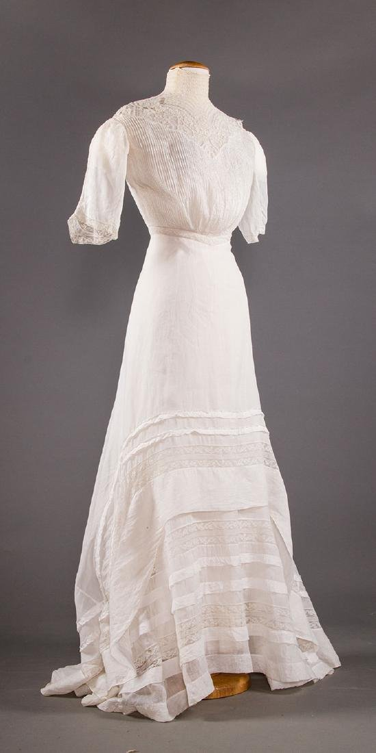 TWO WHITE LAWN TEA GOWNS, 1900-1904 - 5