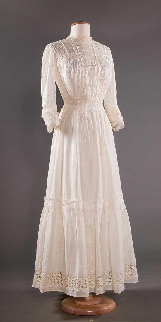TWO WHITE LAWN TEA GOWNS, 1900-1904 - 7