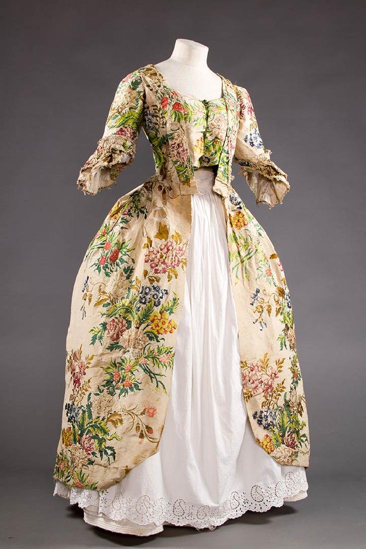 LADY'S SILK BROCADE GOWN, MID 18TH C - 2