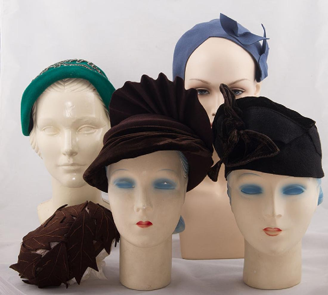 5 LADIES' FELT HATS, 1930-1940