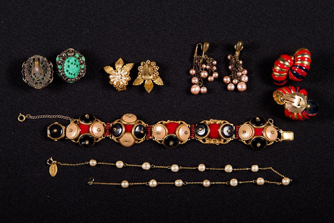 GROUP COSTUME JEWELRY, 1930-1960s - 5
