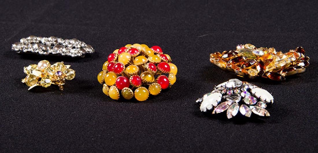 GROUP COSTUME JEWELRY, 1930-1960s - 7