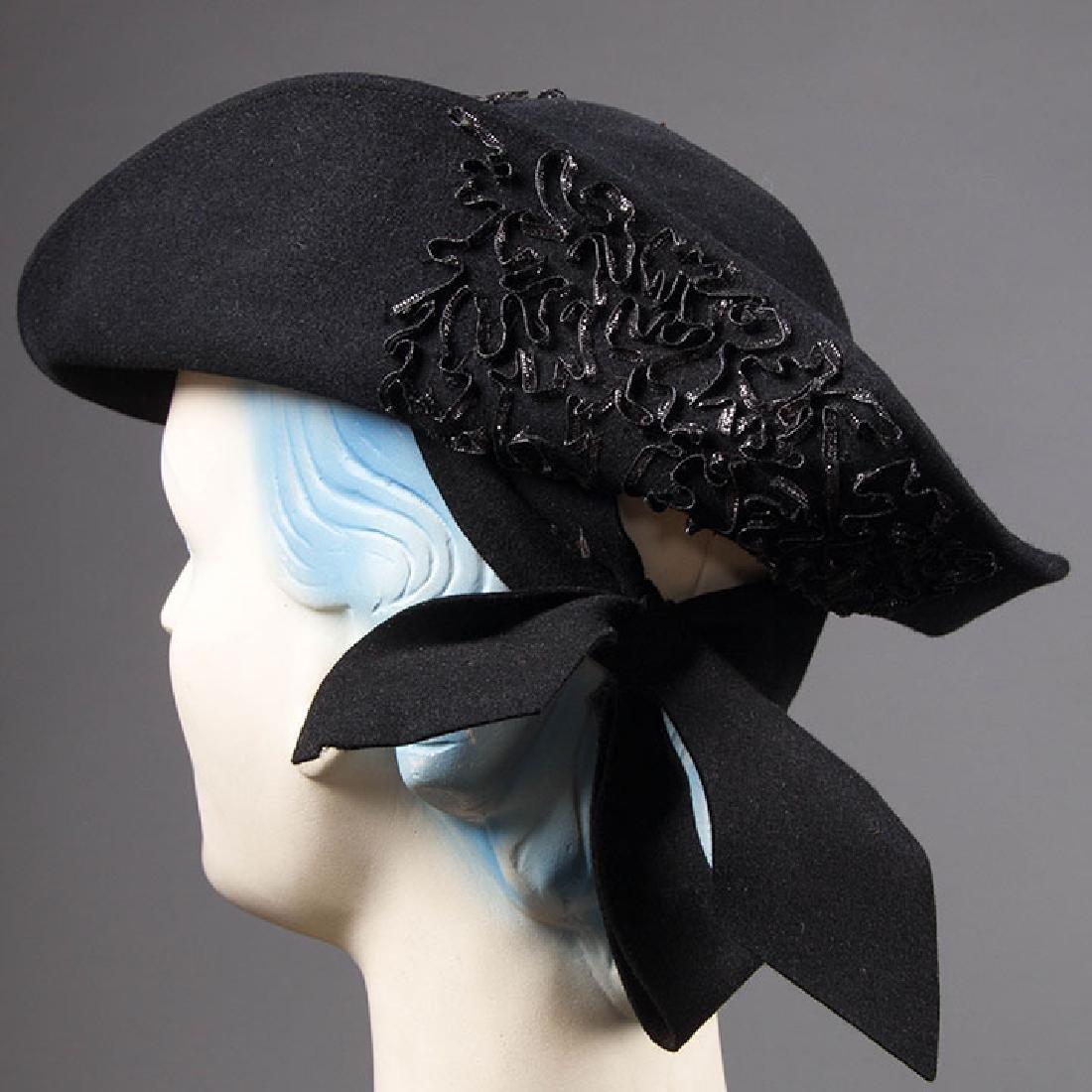 5 UNUSUAL SHAPED FELT HATS, 1930-EARLY 1940s - 4