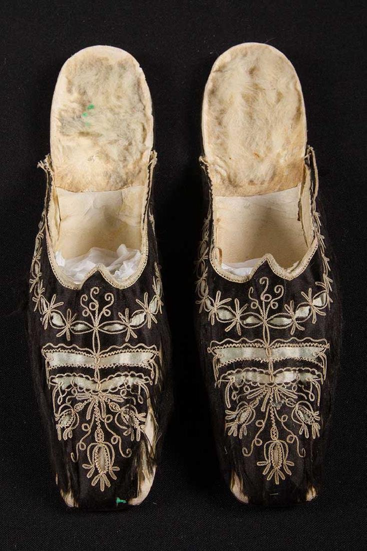 PAIR SIDE LACED BOOTS & PAIR MULES, 1840-1860 - 4