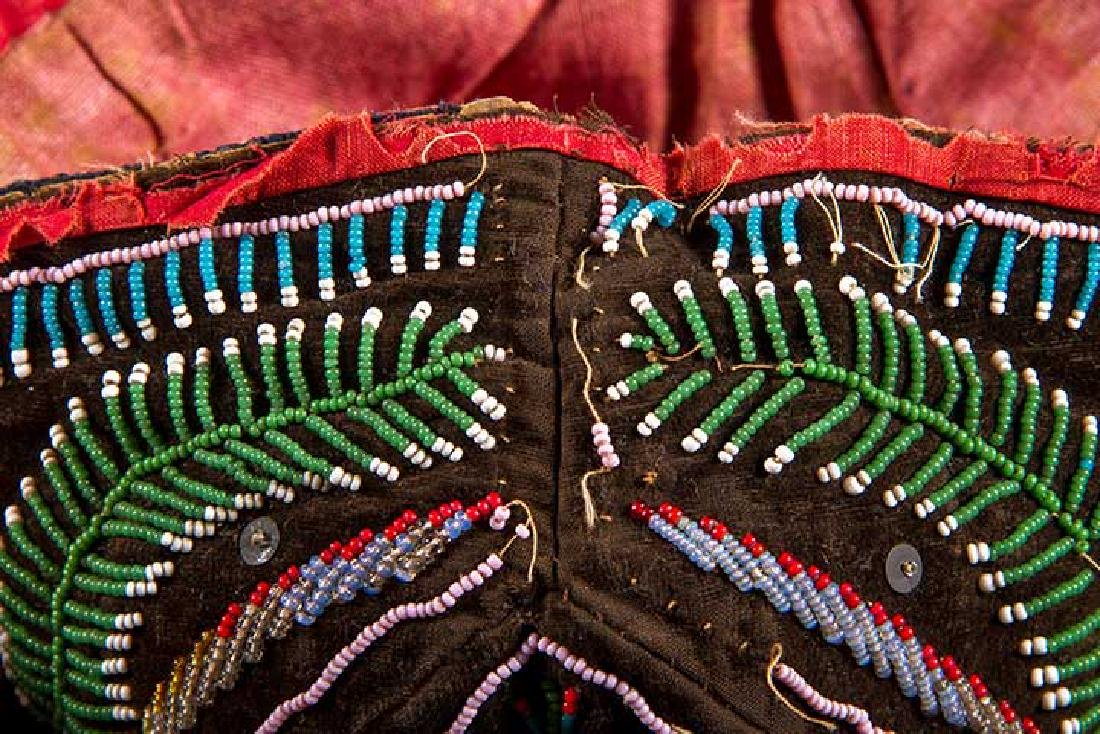 4 NATIVE AMERICAN BEADED ACCESSORIES, MID 19TH C - 5
