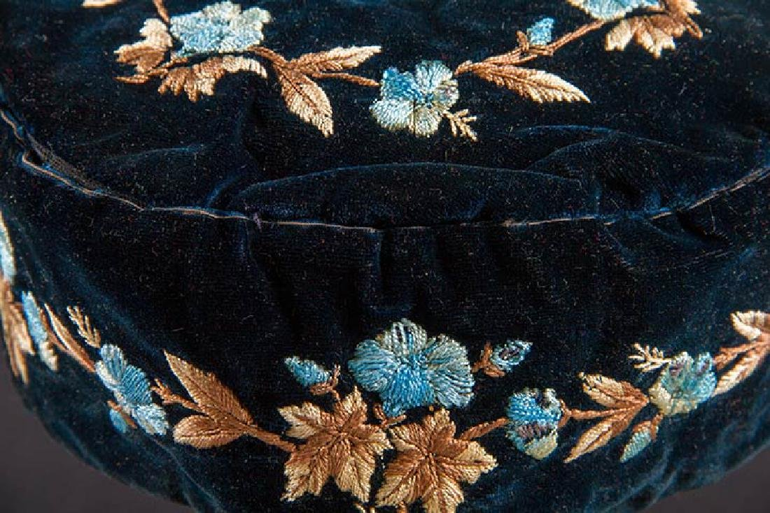 3 MEN'S EMBROIDERED SMOKING CAPS - 7