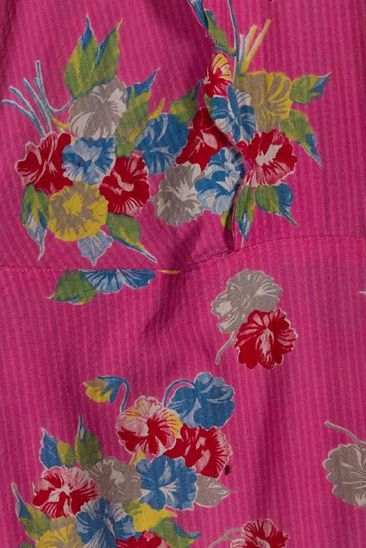 4 PRINTED HOUSE DRESSES, 1940s - 7