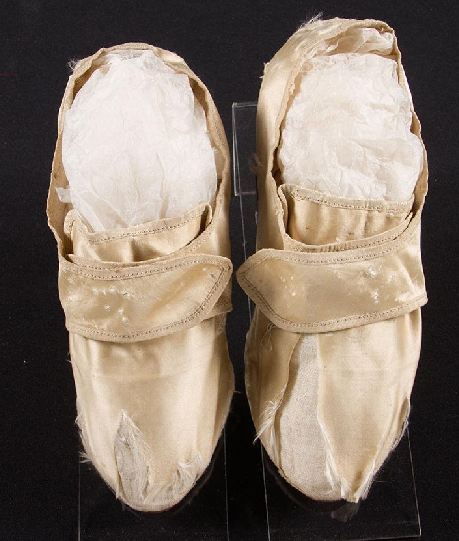 LADY'S SILK LATCHET SHOES, mid- 18TH C - 2