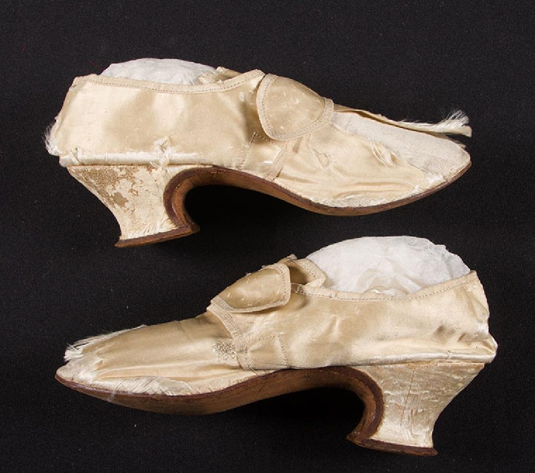 LADY'S SILK LATCHET SHOES, mid- 18TH C - 4