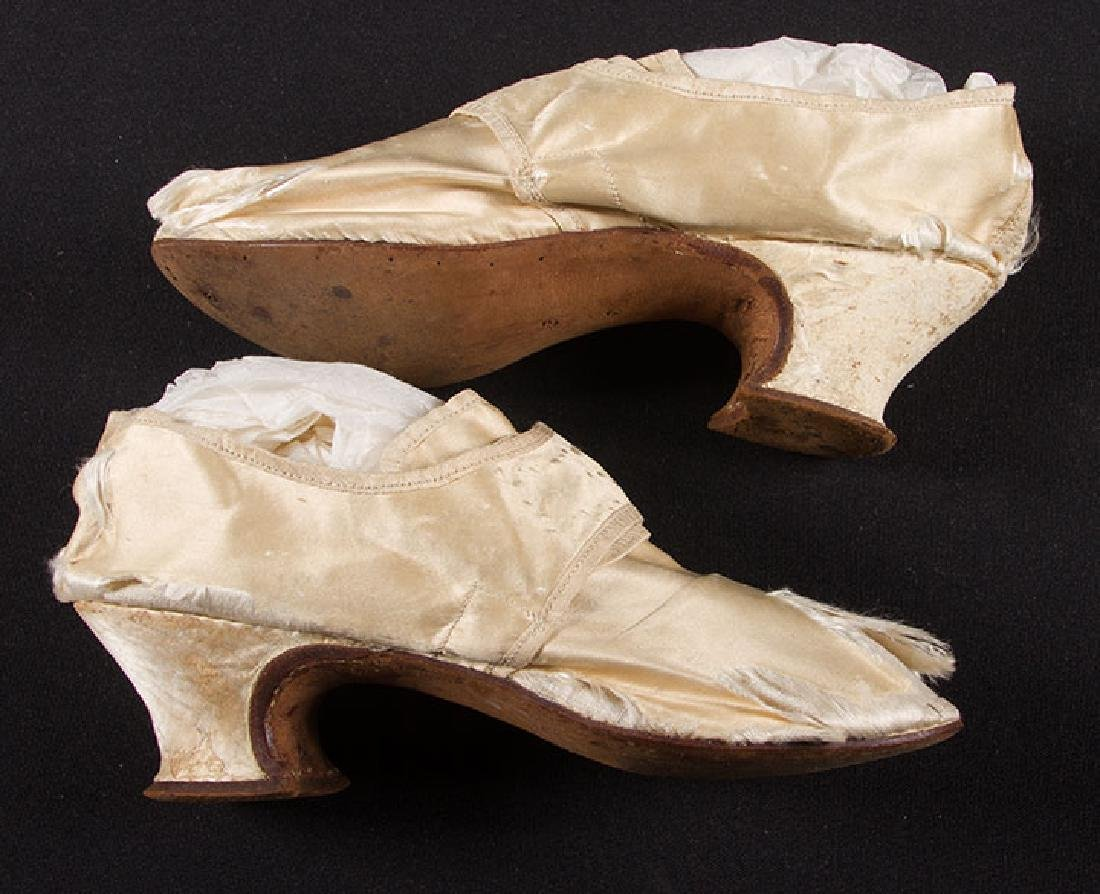 LADY'S SILK LATCHET SHOES, mid- 18TH C - 5