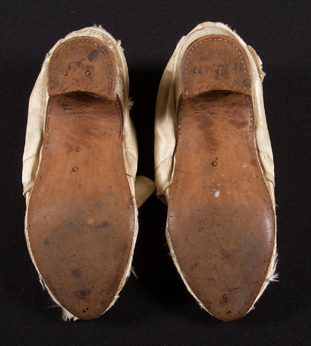 LADY'S SILK LATCHET SHOES, mid- 18TH C - 6
