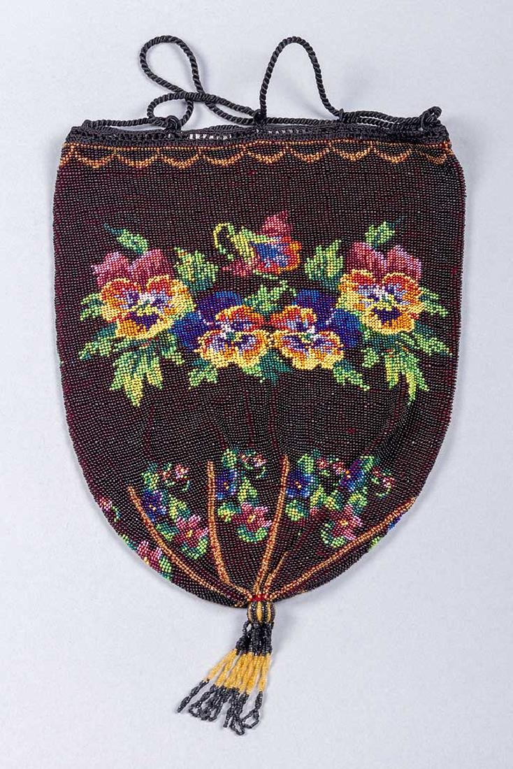 4 LARGE FLORAL BEADED BAGS, 1860-1900 - 5