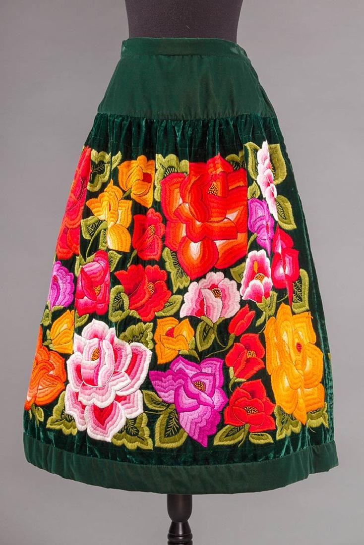 STUNNING EMBROIDERED SKIRT, MEXICO, 1950s