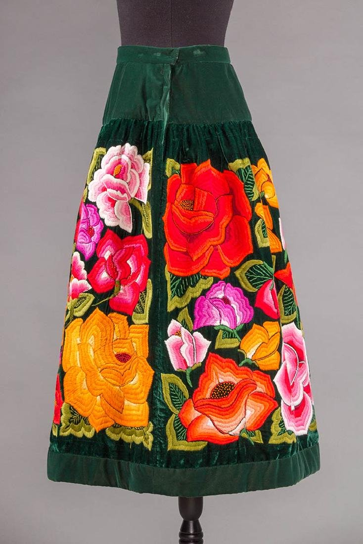 STUNNING EMBROIDERED SKIRT, MEXICO, 1950s - 2