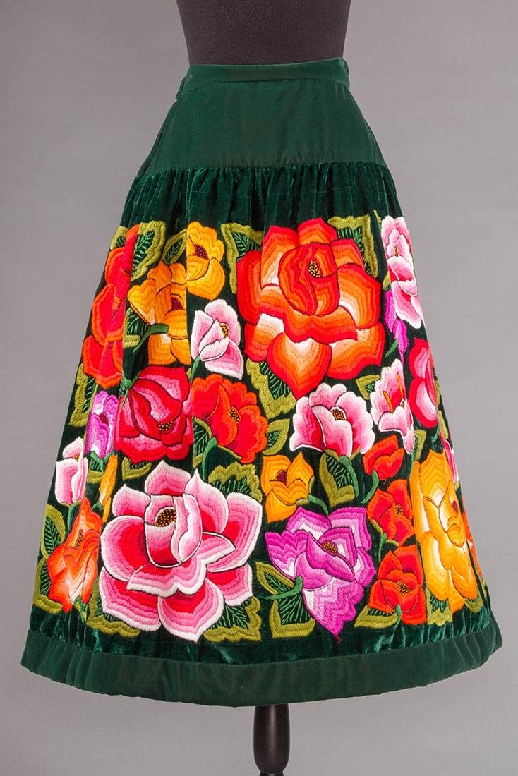 STUNNING EMBROIDERED SKIRT, MEXICO, 1950s - 3