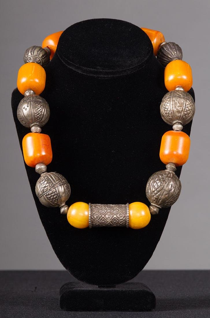 AMBER & SILVER BEAD NECKLACE
