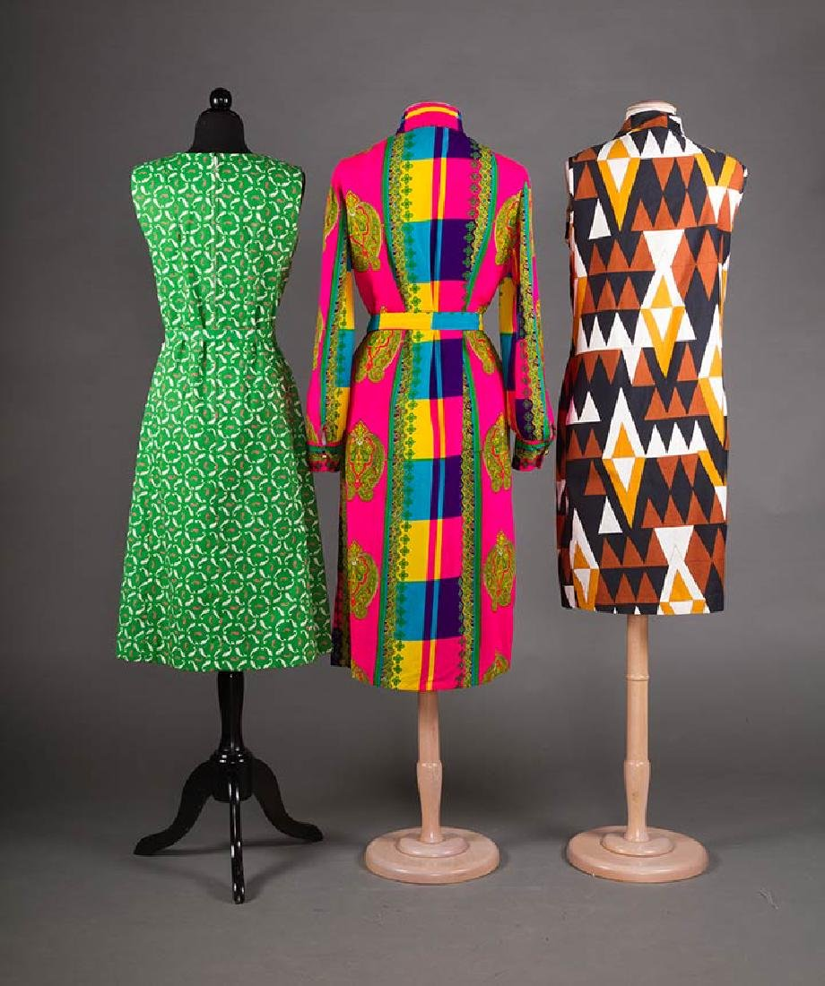 5 PRINTED SUMMER DAY DRESSES, 1950-1970 - 5