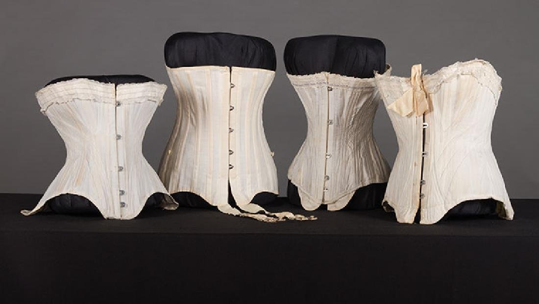 4 WHITE GIRLS CORSETS, EARLY 20th C