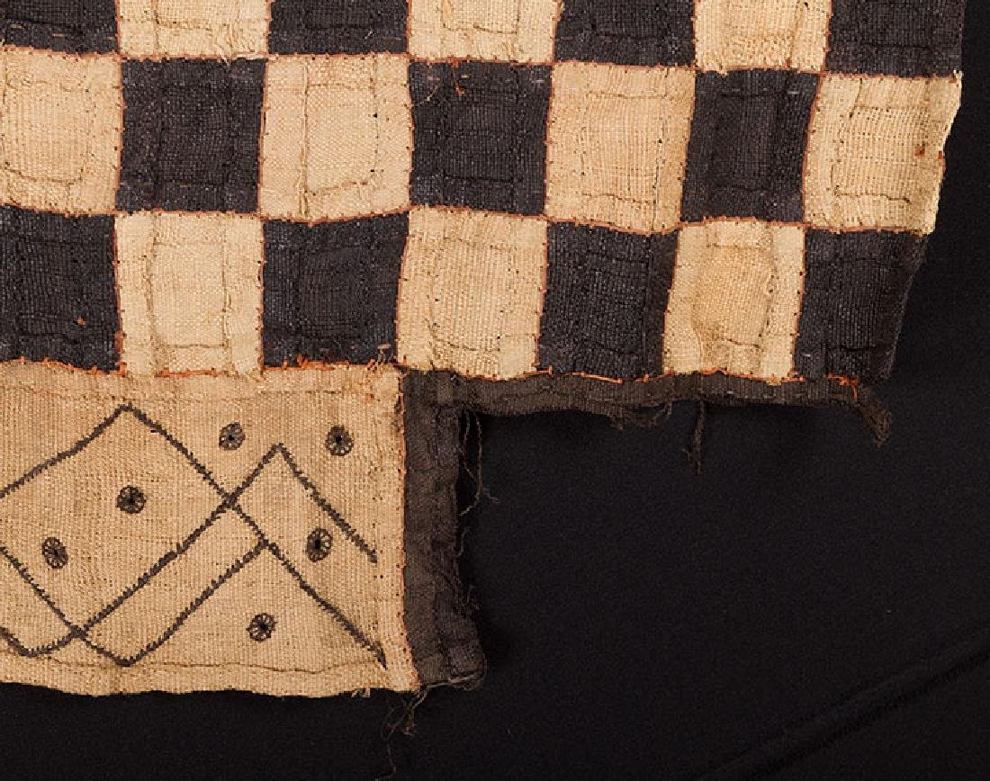 6 AFRICAN TEXTILES, 20th C. - 3