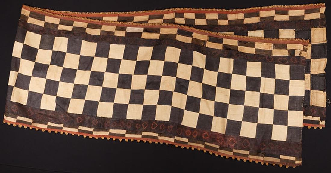 5 AFRICAN TEXTILES, 20th C. - 2