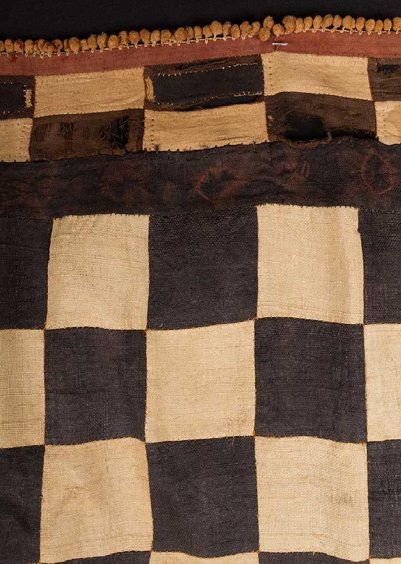 5 AFRICAN TEXTILES, 20th C. - 3