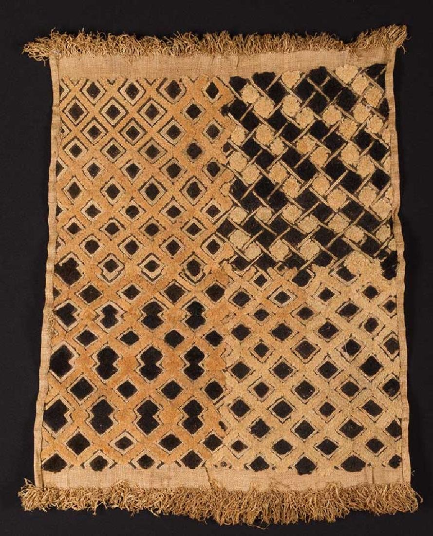 5 AFRICAN TEXTILES, 20th C. - 5