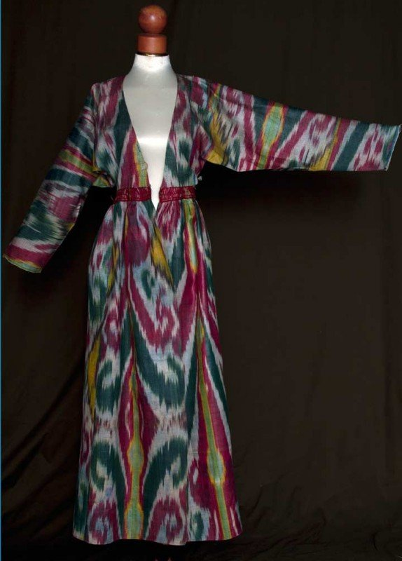 30: SILK IKAT COAT, CENTRAL ASIA, EARLY 20TH C