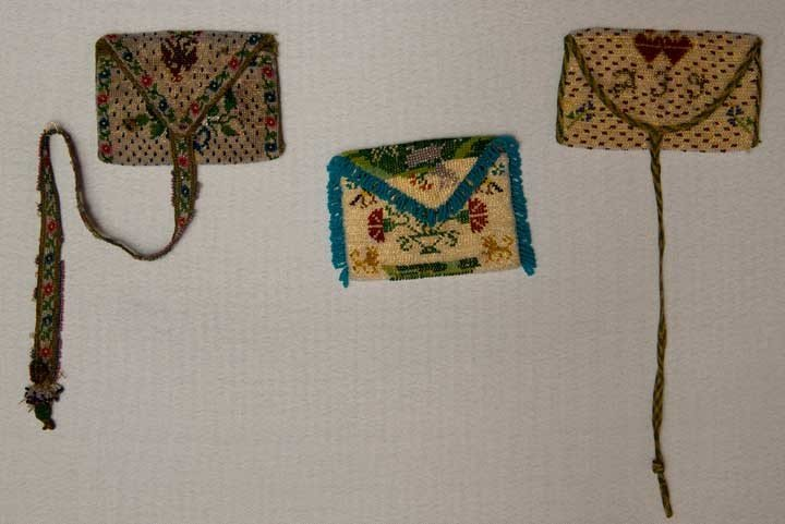 6: THREE BEADED MINATURE PURSES, MEXICO, 1800-1825