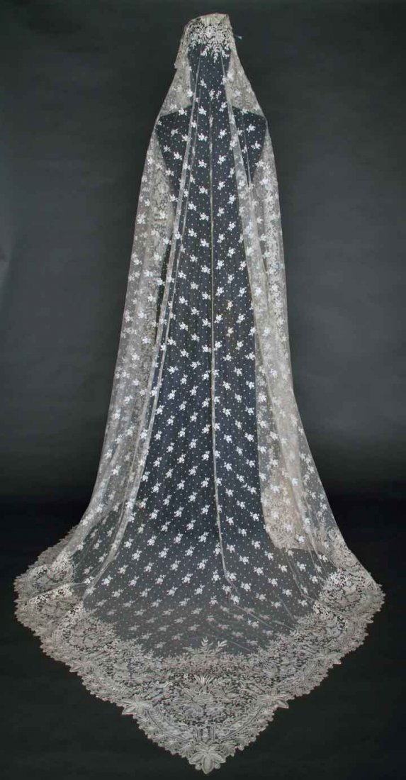 HANDMADE BRUSSELS LACE VEIL, LATE 19TH C