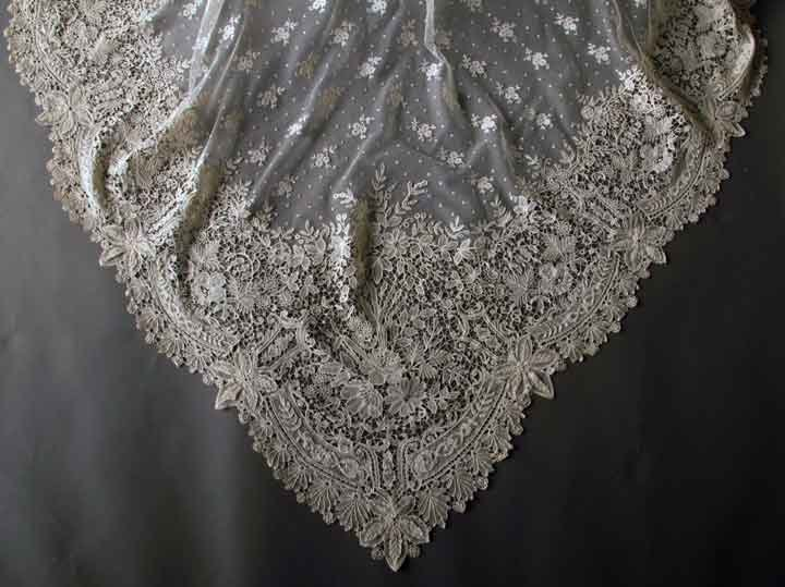 HANDMADE BRUSSELS LACE VEIL, LATE 19TH C - 3