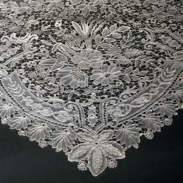 HANDMADE BRUSSELS LACE VEIL, LATE 19TH C - 4