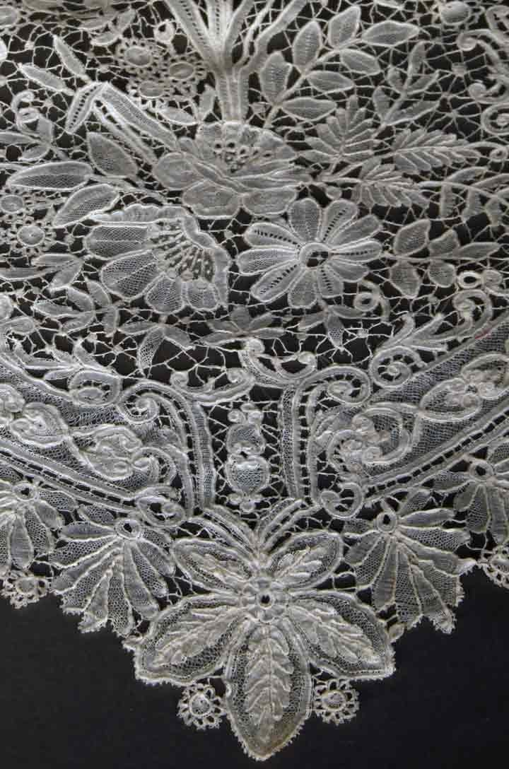 HANDMADE BRUSSELS LACE VEIL, LATE 19TH C - 7