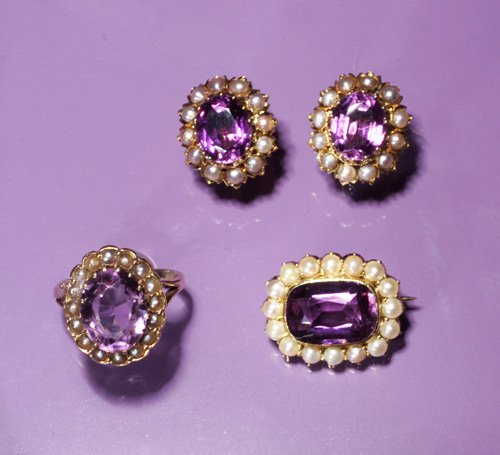 705: A LOT OF AMETHYST AND SEED PEARL JEWELRY