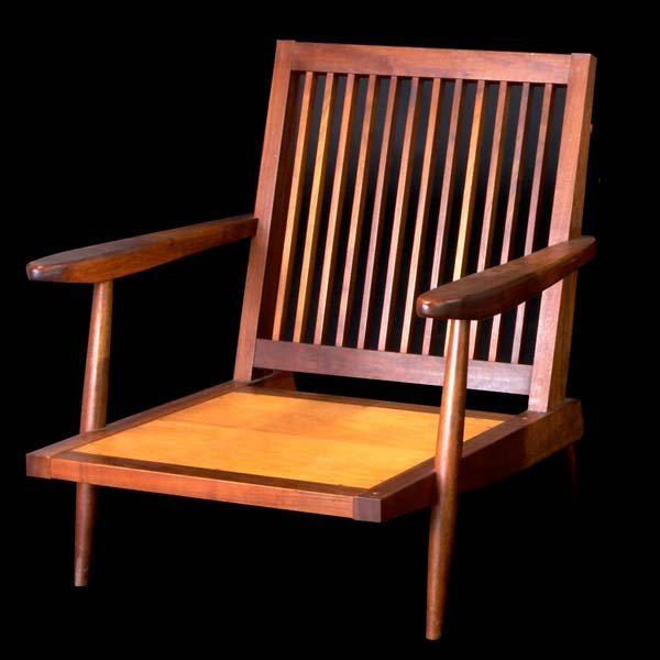1001: GEORGE NAKASHIMA Walnut spindle-back armchair. (P